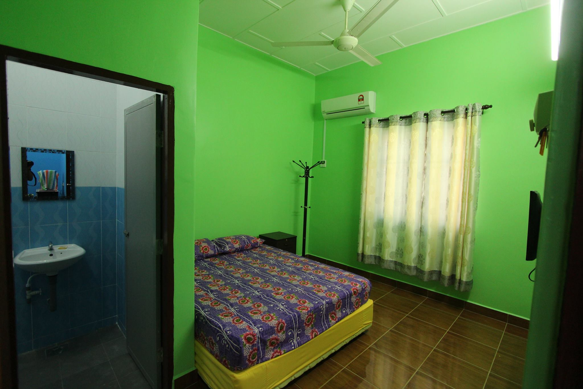 Green Joy Room